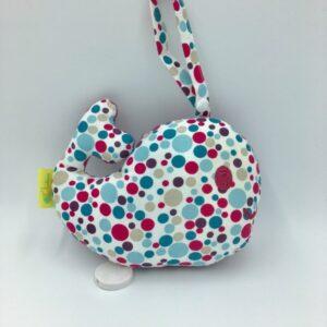 Boîte à musique à suspendre forme baleine tissu à pois rose, bleu, beige