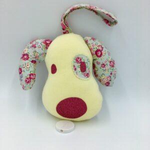 Boîte à musique à suspendre forme de chien (jaune et rose et liberté fleurs)
