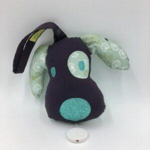Boîte à musique à suspendre forme chien (violet et vert)