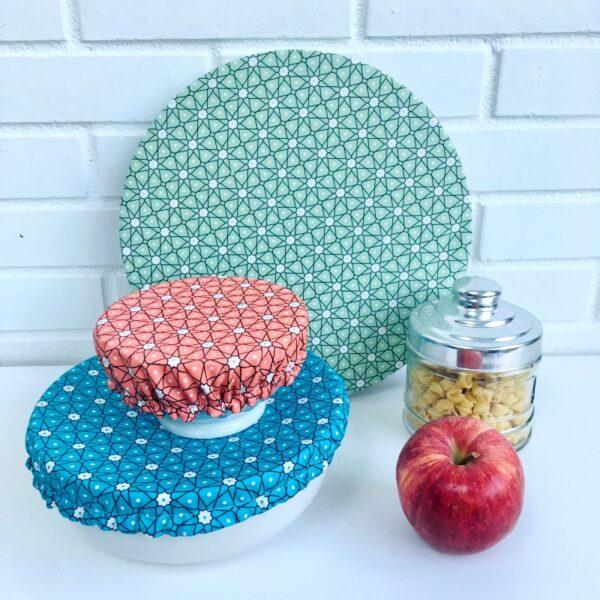 Couvercles alimentaires lavables coton enduit trois tailles etoiles vert, bleu et corailceladon