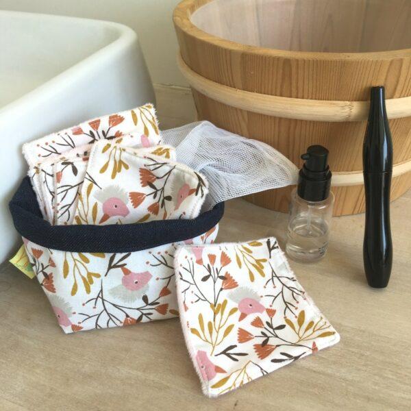kit carrés démaquillant lavables imprimé grues huppées avec pochon de lavage et panière de rangement
