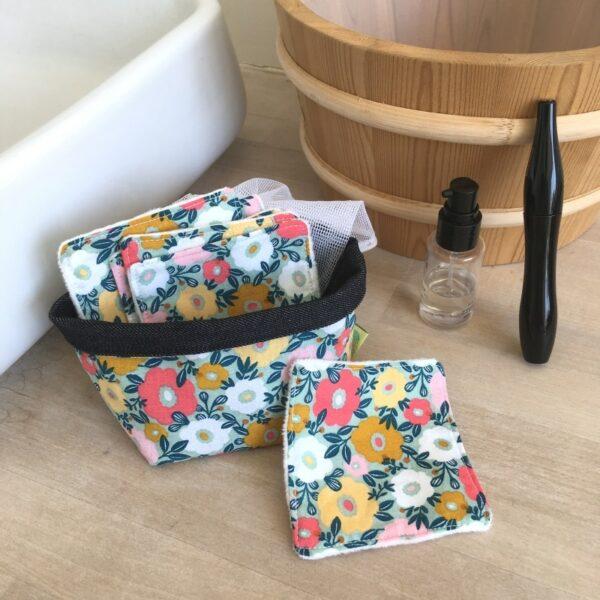 kit carrés démaquillant lavables imprimé liberty grosses fleurs avec pochon de lavage et panière de rangement