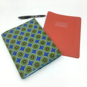 Protège cahier en tissu Wax ronds verts sur fond bleu
