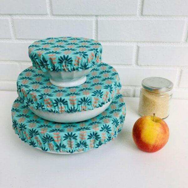 Couvercles alimentaires lavables coton enduit trois tailles vert et grandes fleurs corail